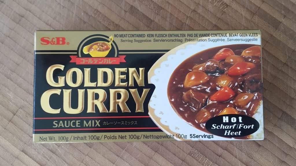 Der Klassiker im Supermarktregal Currywürfel, die aus Currygewürzen und einer festen Mehlschwitze bestehen und direkt verarbeitet werden können.