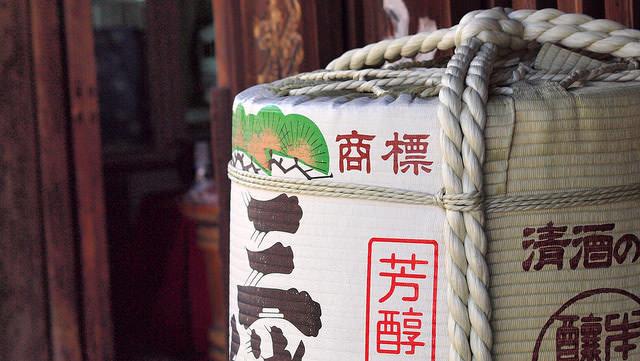 Ursprünglich wurde Nihonshu in Holzfässern produziert, gelagert und transportiert.