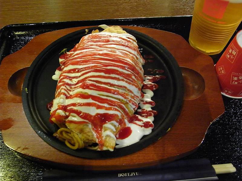 Omuraisu wird mit leckeren Nudeln zu Omusoba.
