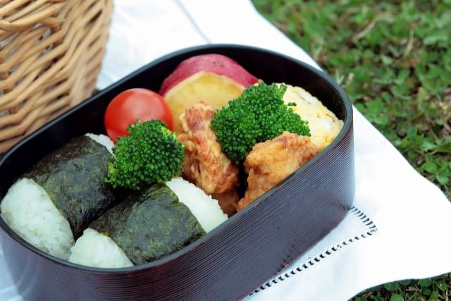 Japanische Küche: Bento-Boxen gibt es in vielen Varianten – vom Inhalt, über die Dekoration bis zum Behälter selbst.
