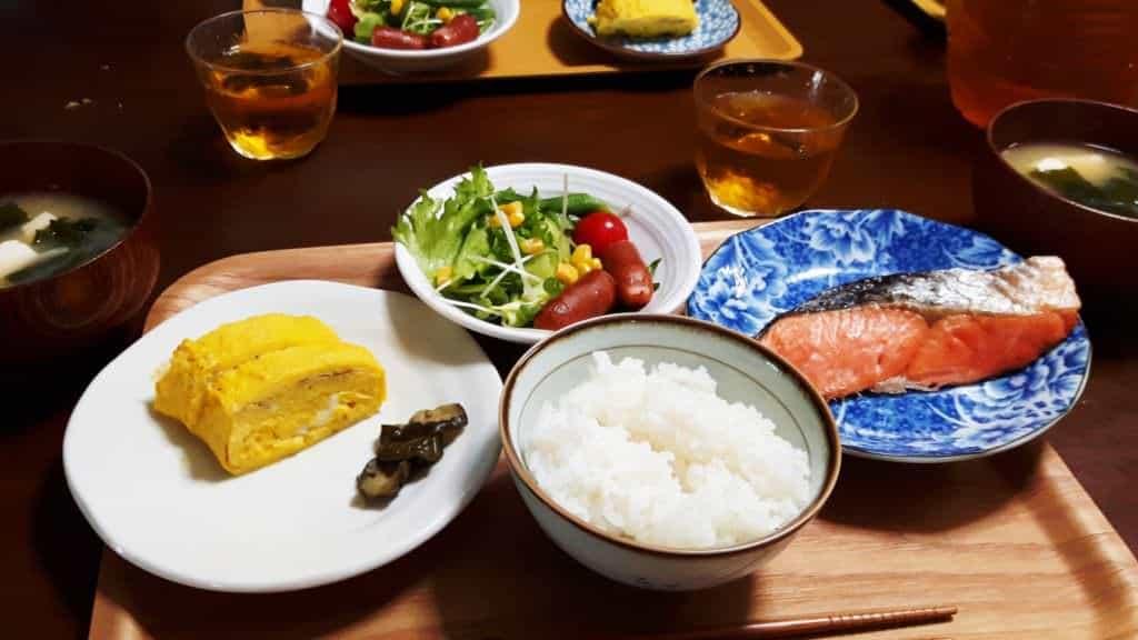 Japanische Küche: Hier ein ganz typisches, familiäres Frühstück in Japan.