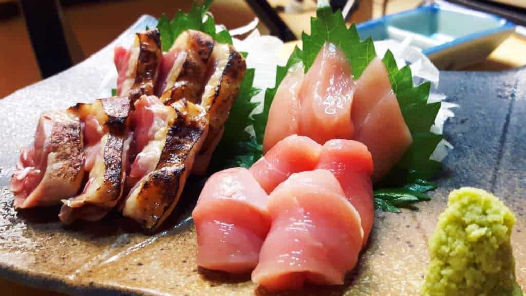 Japanische Küche: Ein außergewöhnliches Beispiel ist Hähnchen-Saschimi.