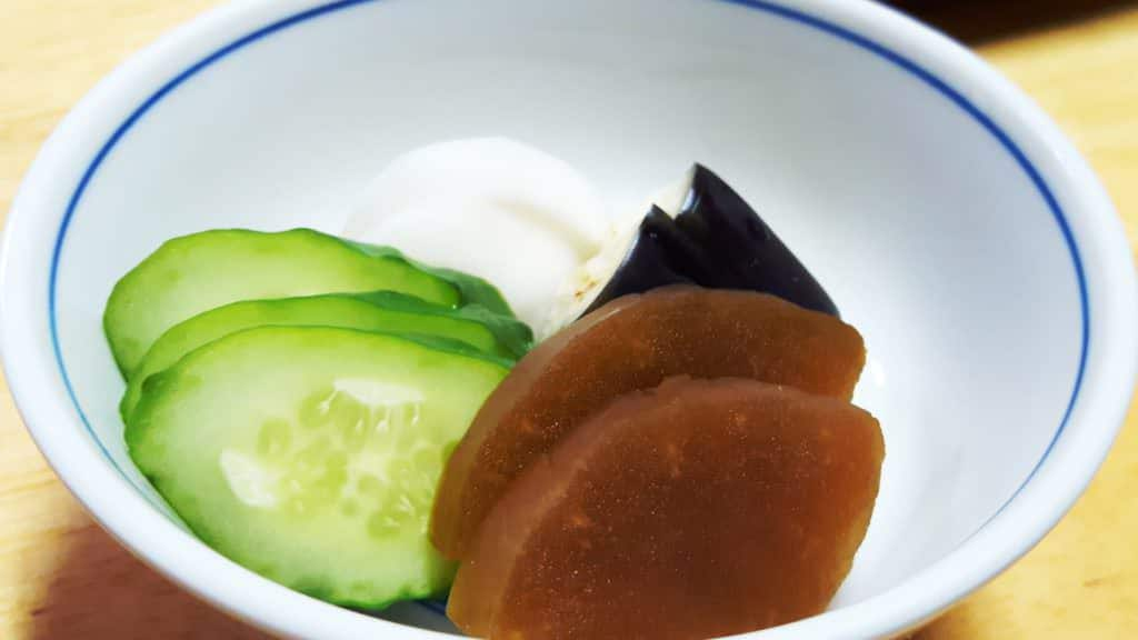 Japanische Küche: Eingelegtes Gemüse ist sehr mild im Geschmack und passt ideal zu traditionellen japanischen Menüs, hier in einem Restaurant in Akabane, Tokyo.