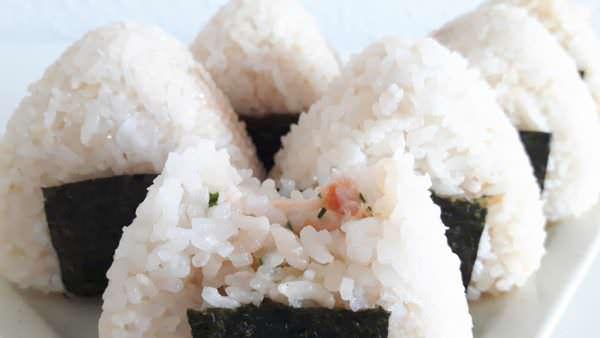 Onigiri mit frischer Lachs-Mayonnaise-Füllung Schritt 8 Fertig