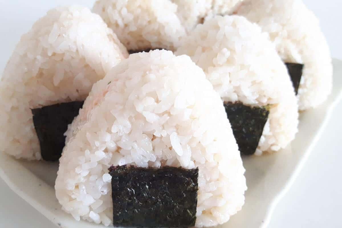 Titelbild Onigiri mit frischer Lachs-Mayonnaise-Füllung 20180716