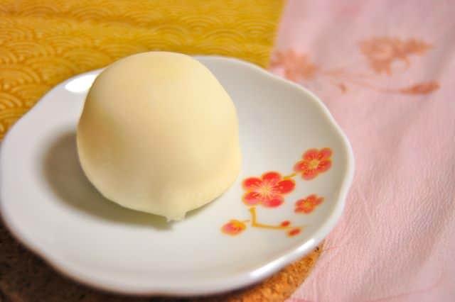 Mochi Eis muss schnell gegessen werden, sonst ist nicht viel vom Eisgenuss übrig.