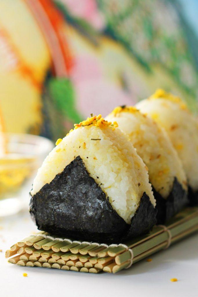 Onigiri mit Furikake Haube