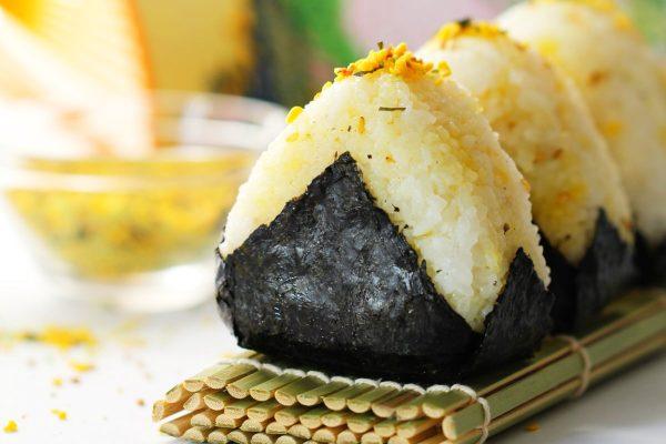 Onigiri mit Furikake (Tamago) – Grundrezept