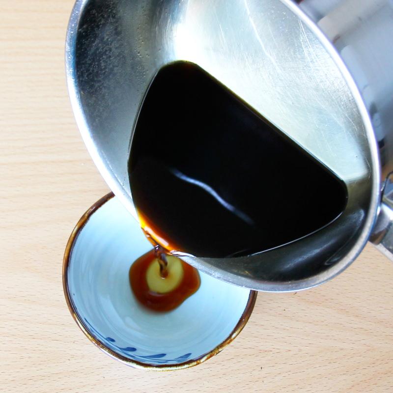 Mentsuyu Schritt 4 Sauce abfüllen