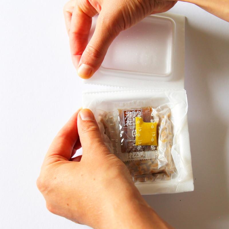 Natto Packung öffnen