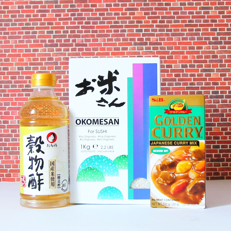 Kochset für japanisches Curry mit Reis.