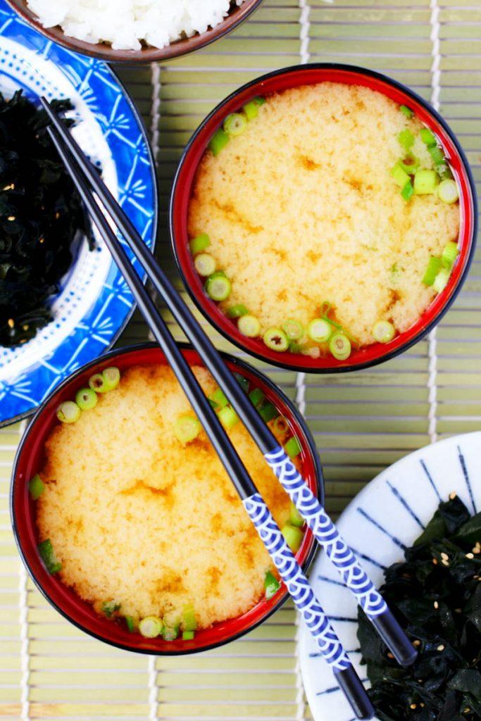 Miso-Suppe mit 3 Zutaten Rezeptbild