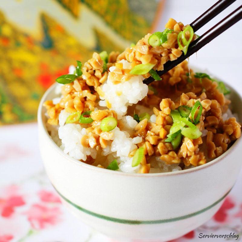 Serviervorschlag Natto mit Reis